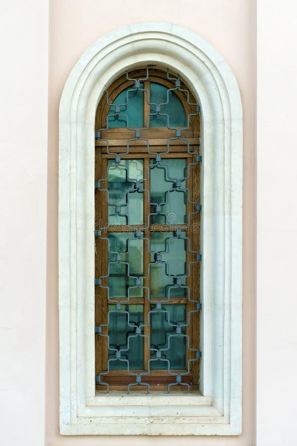 Vieille fenêtre dans le vieux mur en pierre photo libre de droits