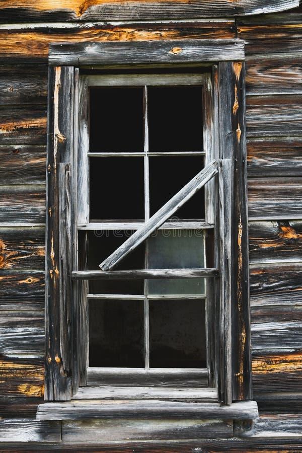 Vieille fenêtre rustique de grange photos stock