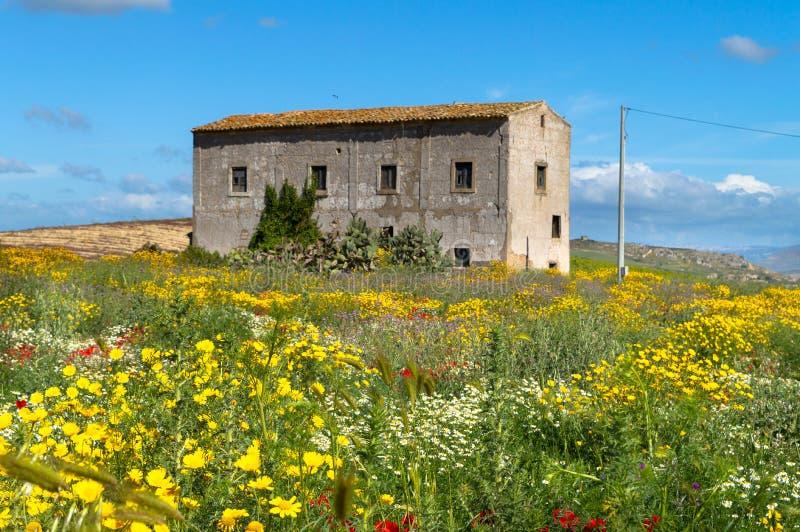 Vieille ferme dans la campagne sicilienne, Caltanissetta, Italie, l'Europe photos libres de droits