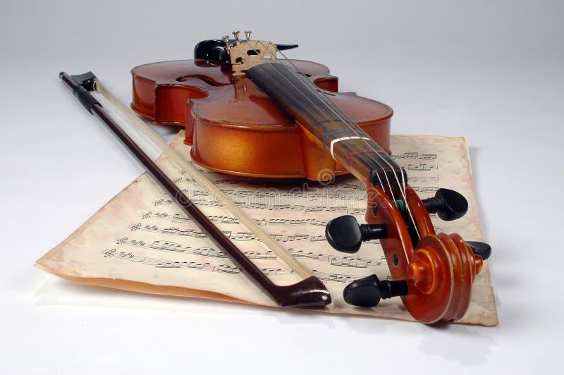 Vieille feuille de violon et de musique photos stock