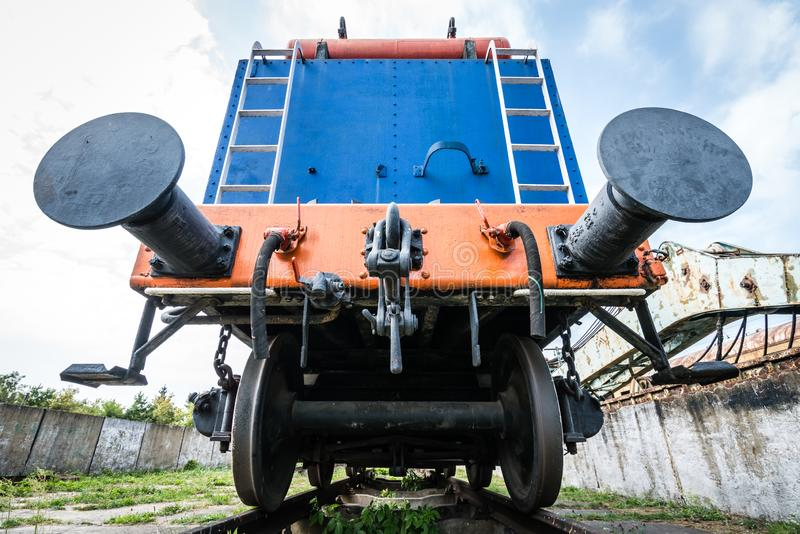 Vieille fin hors d'usage de voiture de train  photos stock
