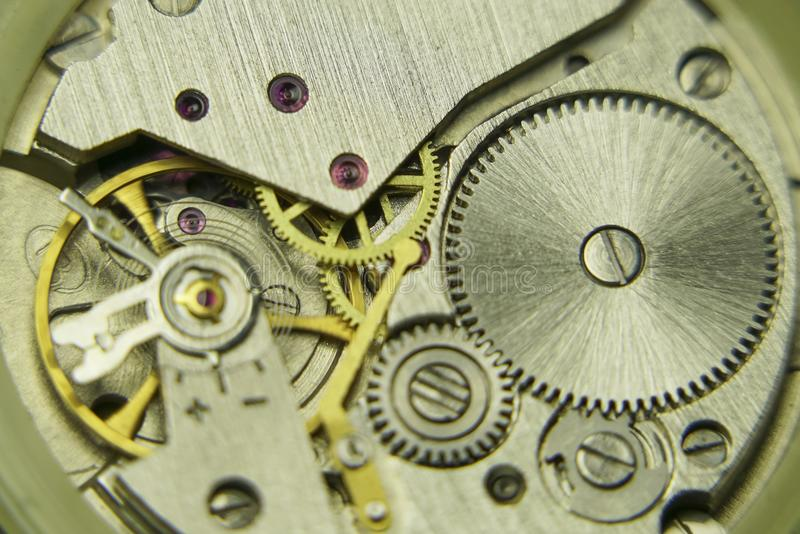 Vieille fin mécanique de mécanisme de montre  photos stock