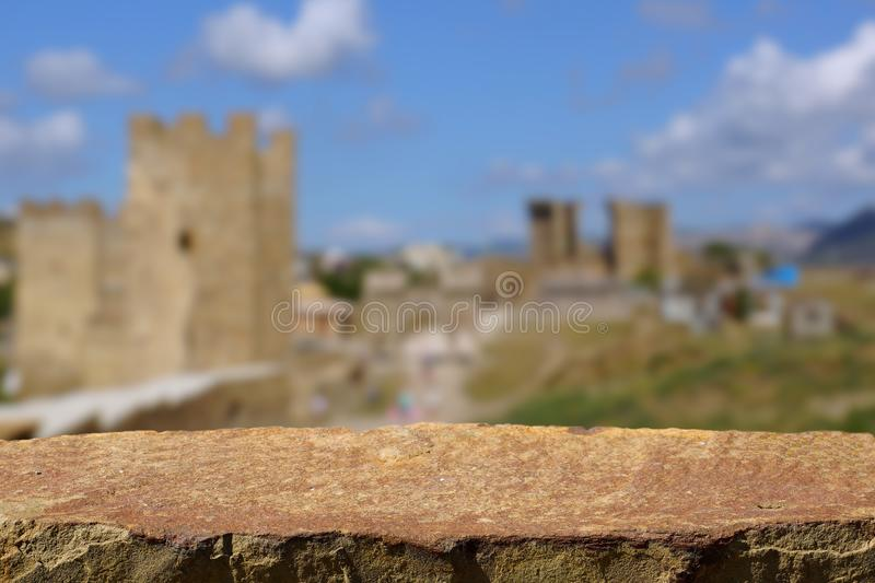 Vieille forteresse de table vide de pierre image stock