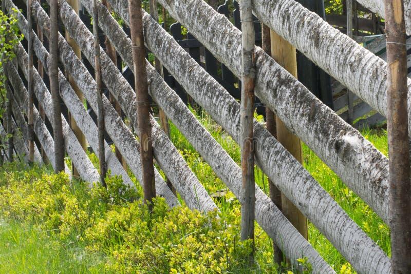 Vieille frontière de sécurité en bois photographie stock libre de droits