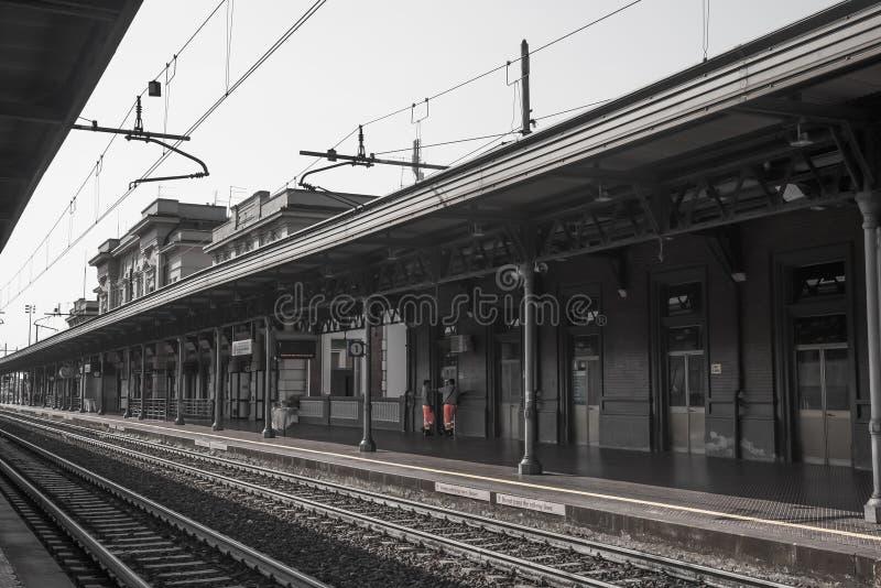Vieille gare ferroviaire dans l'europa de l'Italie photos libres de droits