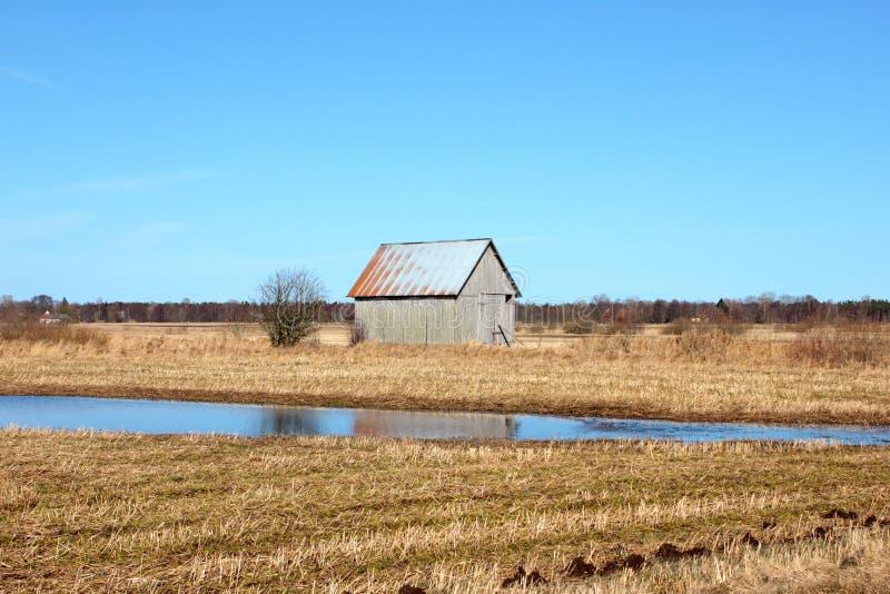 Vieille Grange Dans Les Domaines Suédois Photos stock