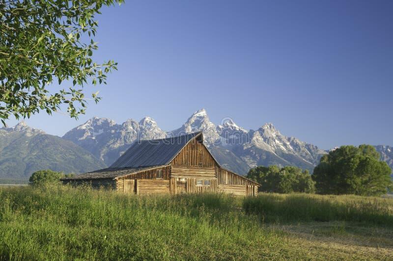 Vieille grange mormone contre les tetons image libre de droits