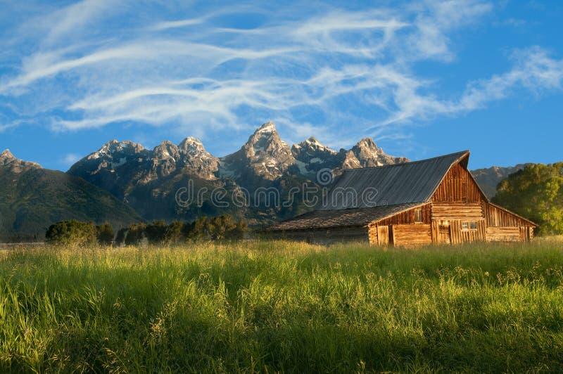 Vieille grange mormone dans le Tetons image libre de droits
