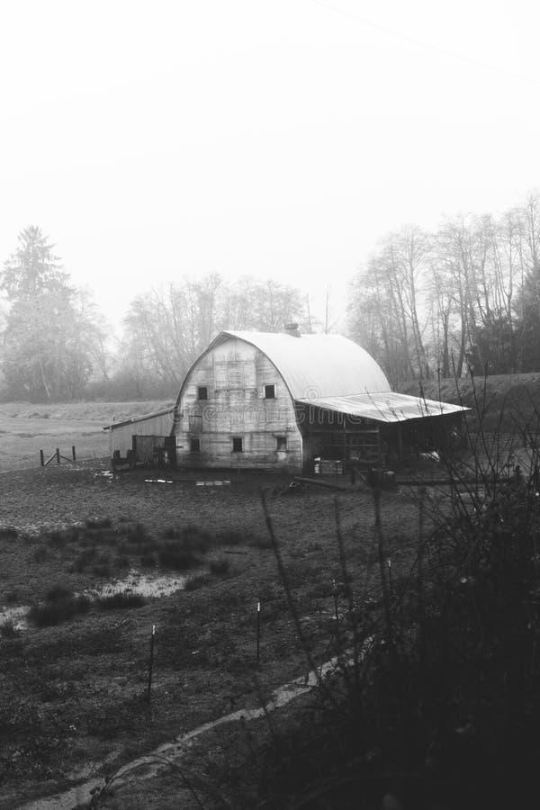 Vieille grange rustique dans la campagne de l'Orégon photo stock