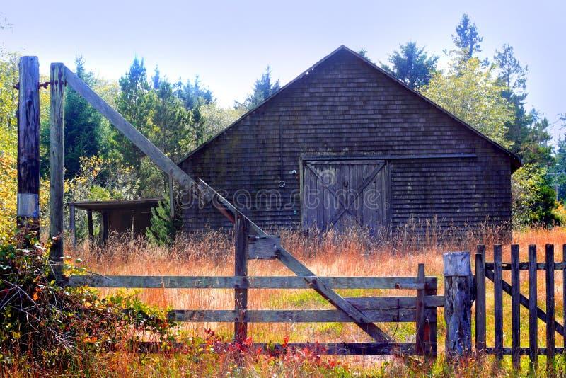 Vieille grange rustique inutilisée image libre de droits