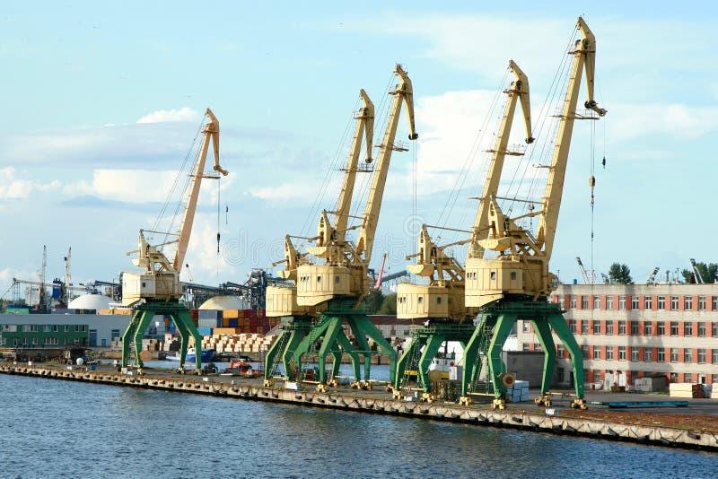 Vieille grue de port photos stock
