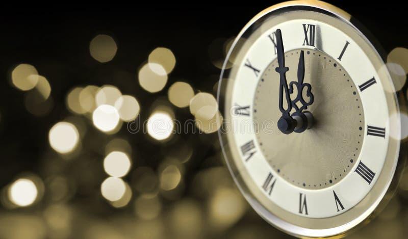 Vieille horloge à minuit nouvelle année photographie stock