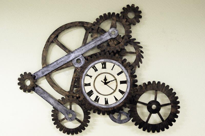 Vieille horloge avec des pignons illustration de vecteur