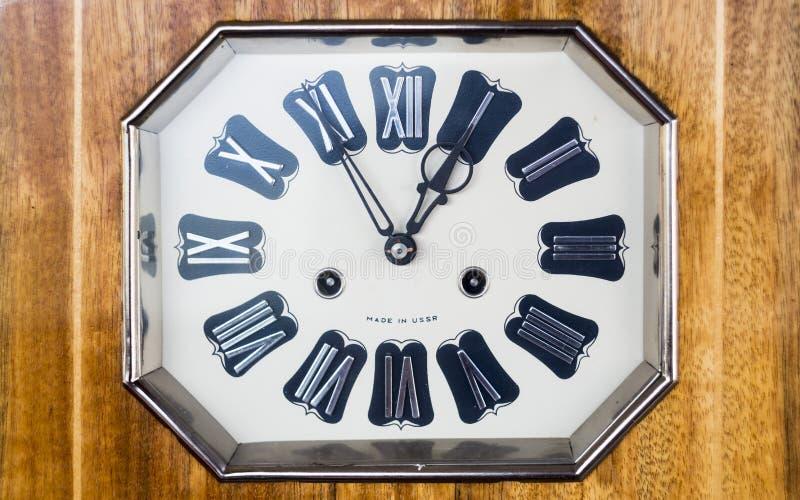 Vieille horloge avec les chiffres romains photos stock