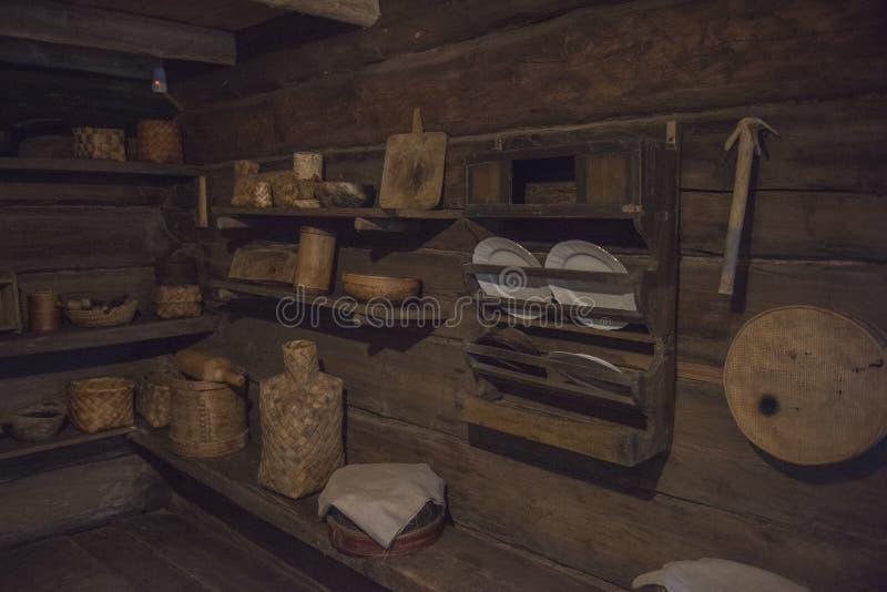 Vieille hutte russe de logarithme naturel photos stock