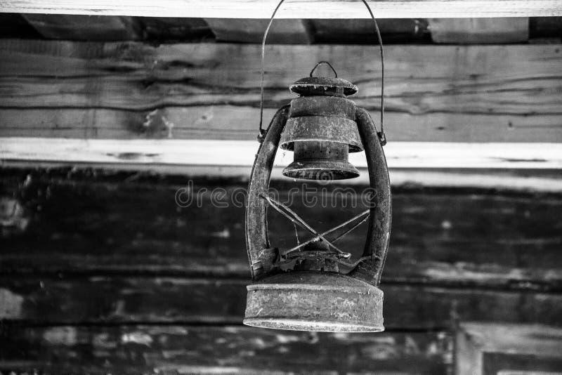 Vieille lampe à pétrole de kérosène de vintage images stock