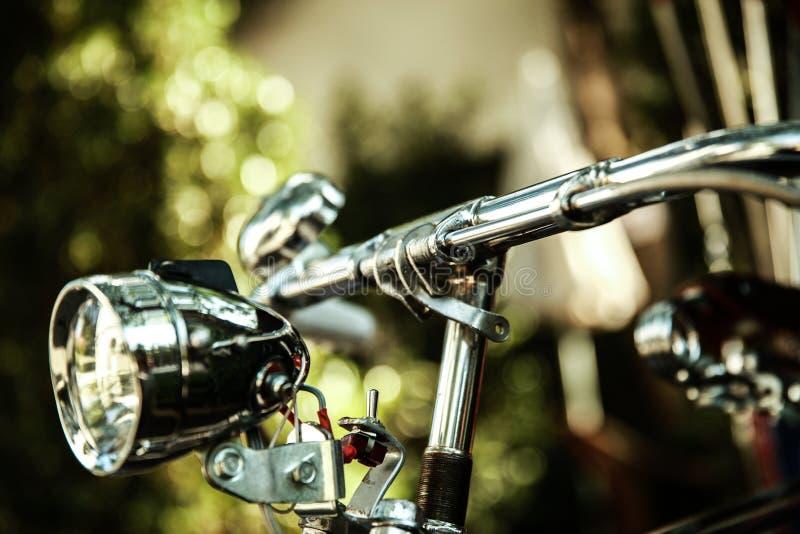 Vieille lampe de bicyclette, lumière de vélo, lumière avant photographie stock libre de droits