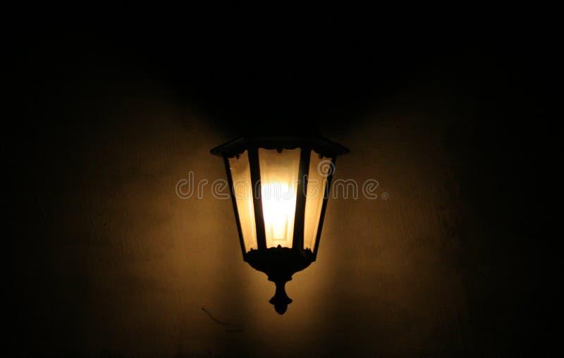 Vieille lampe en métal et en verre images libres de droits