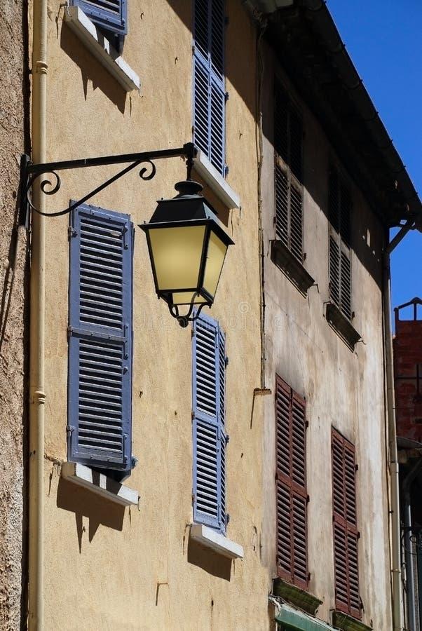 Vieille lampe en Provence, France images libres de droits