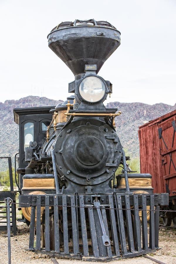 Vieille locomotive à vapeur antique dans le format vertical photos stock