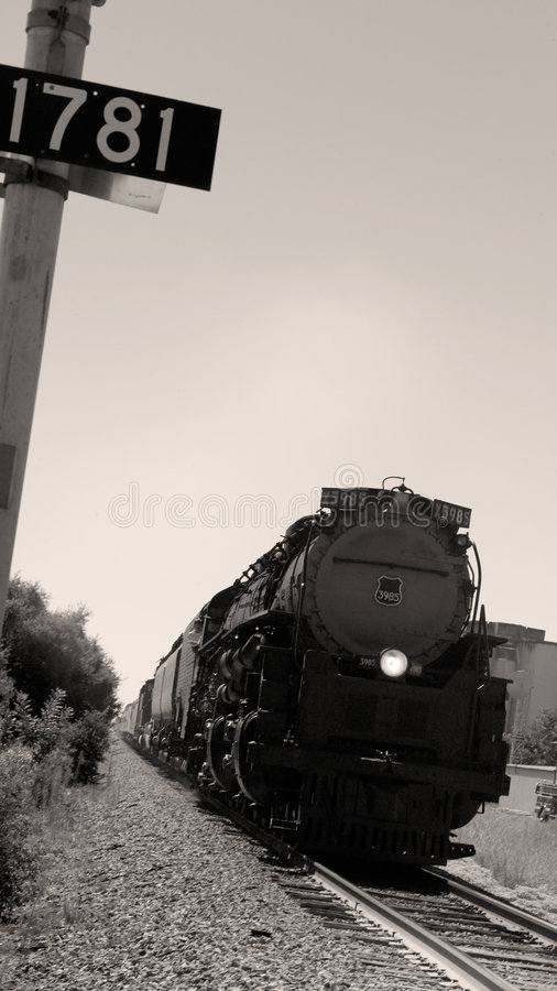 Vieille locomotive historique se déplaçant à travers l'Amérique photos stock