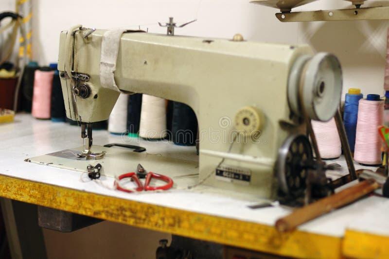 Vieille machine à coudre images stock