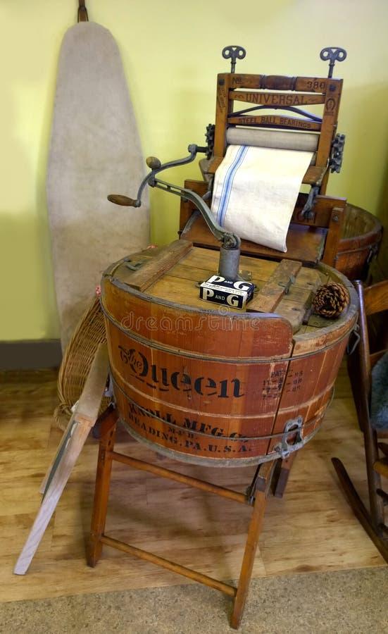 Vieille machine à laver de vêtements image libre de droits