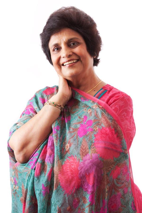 Vieille Madame heureuse d'Indien est photo libre de droits