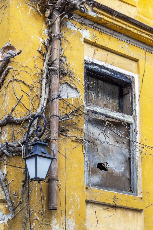 Vieille maison abandonnée bulgare, détail architectural photographie stock