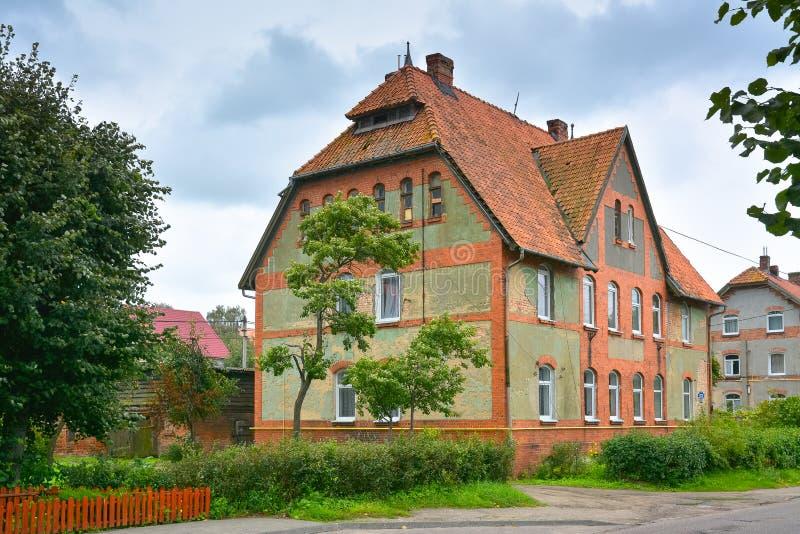 Vieille maison allemande préservée dans la région de Kaliningrad, Russie images stock