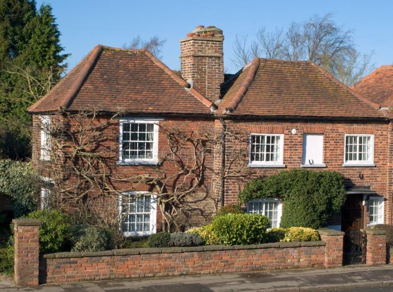 Vieille maison anglaise image stock image du petit for Exterieur vieille maison