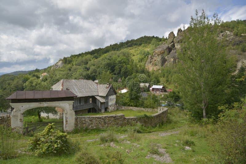 Vieille maison chez Rosia Montana, Roumanie, l'Europe photo stock