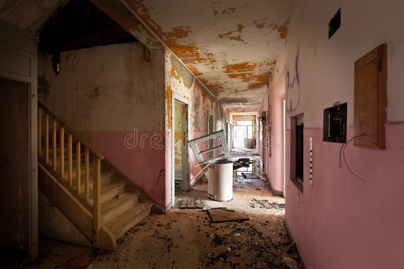 Vieille maison détruite image stock