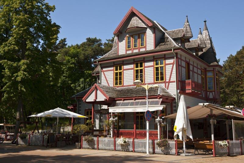 Vieille maison dans la ville de Palanga photo stock