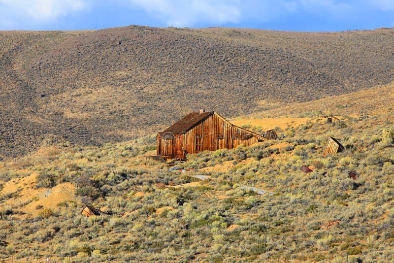 Vieille maison dans le désert de Californie photo libre de droits