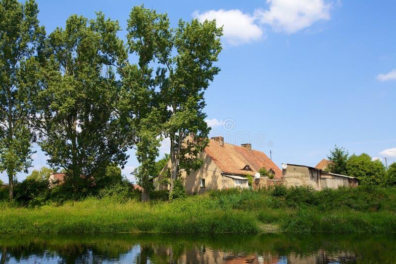 Vieille maison dans le village image libre de droits