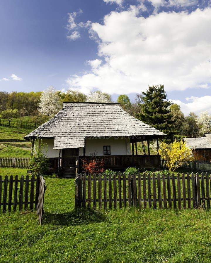 Vieille maison dans un horizontal de montagne photos libres de droits