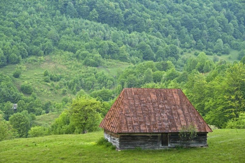 Vieille maison de campagne de montagne - Roumanie photographie stock libre de droits