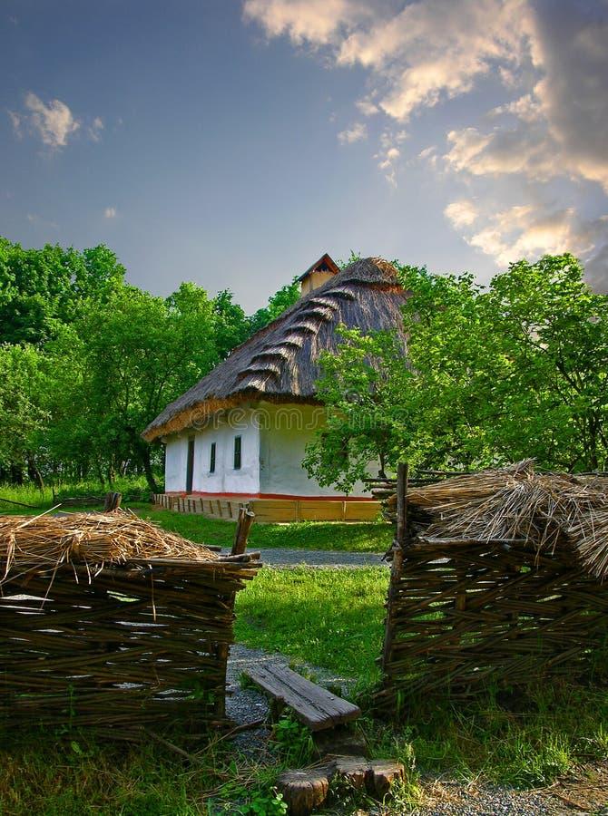 Vieille maison de campagne ukrainienne image libre de droits