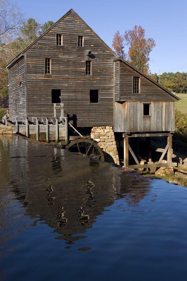 Vieille maison de moulin photo stock