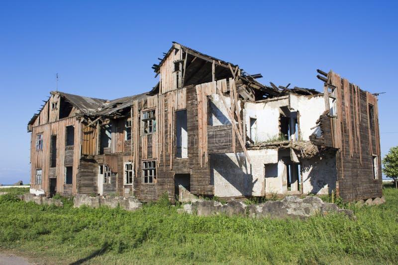 vieille maison de ruine photo stock image du construction 57793328. Black Bedroom Furniture Sets. Home Design Ideas