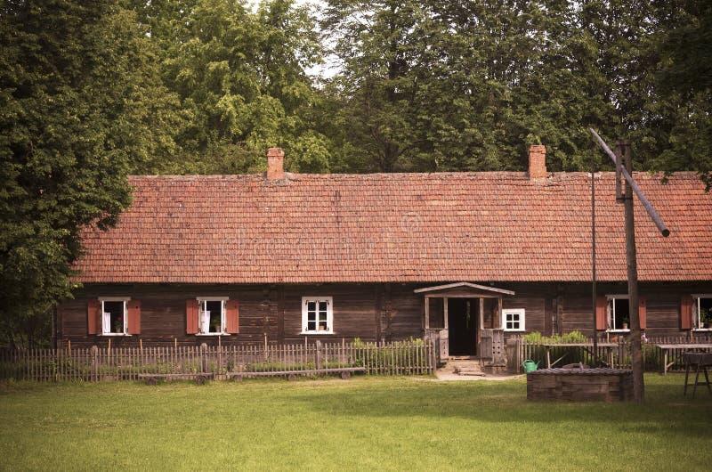 Vieille maison de terres cultivables, typique pour la région de Suvalkija, Lithuanie images libres de droits