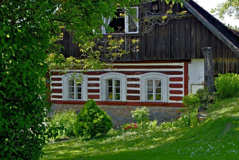 Vieille maison en bois classique photos stock