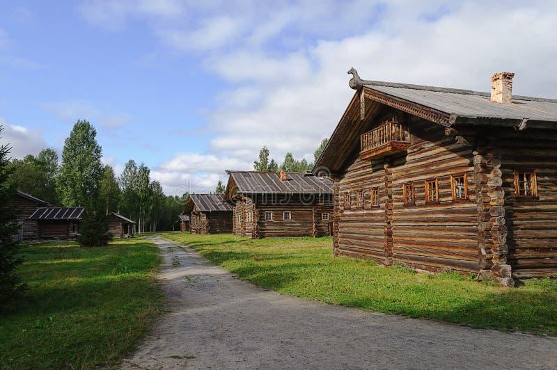 Vieille maison en bois en Russie du nord images stock