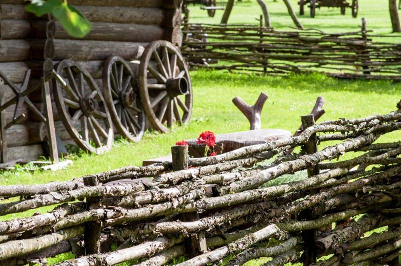 Vieille maison en bois ethnographique image libre de droits
