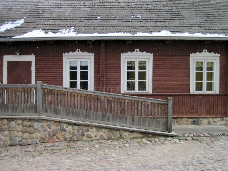 Vieille maison en bois, Lithuanie photographie stock libre de droits