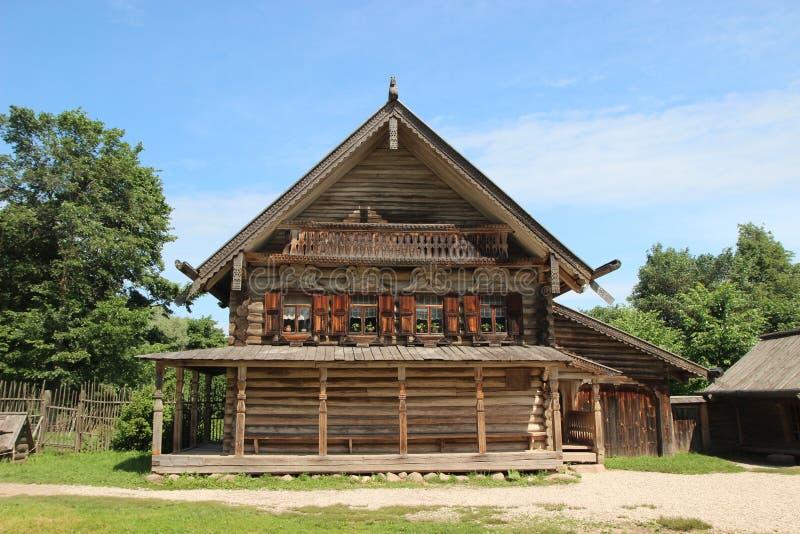 Vieille maison en bois Russie Veliky Novgorod grand photo libre de droits