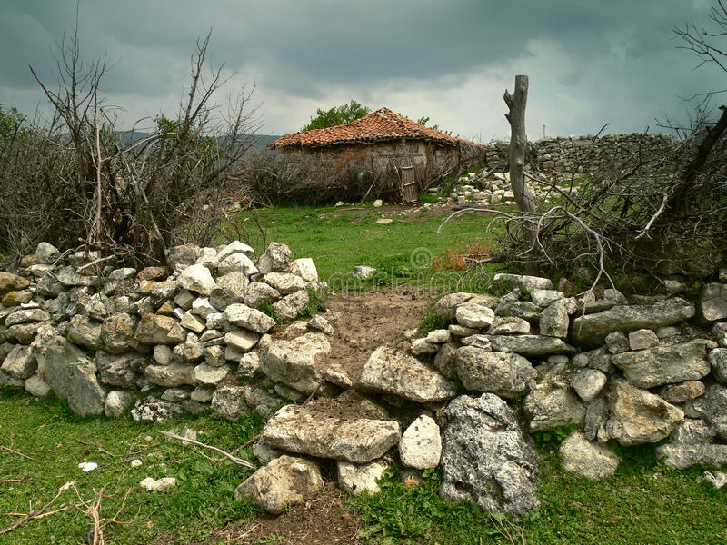 Vieille maison en montagne de Rhodope, Bulgarie image libre de droits