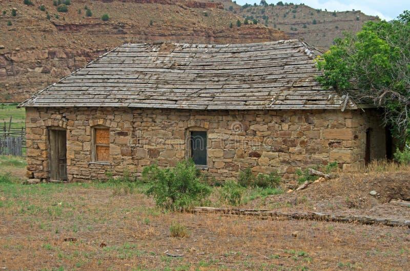 vieille maison en pierre abandonn e image stock image du vide gorge 43578445. Black Bedroom Furniture Sets. Home Design Ideas