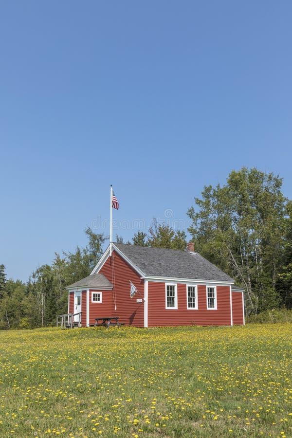 Vieille maison historique en bois d'école dans Penobscot photos stock